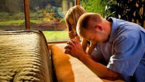 Oración para un Hijo que se va de Viaje