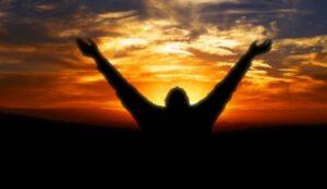 Diferencia entre Alabar y Adorar a Dios