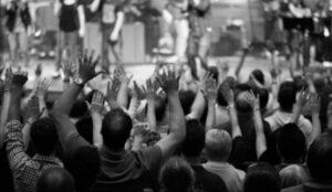 Asistir a la Iglesia para Adorar a Dios
