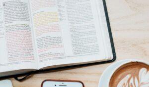 La Traducción de los Libros de la Biblia en Inglés